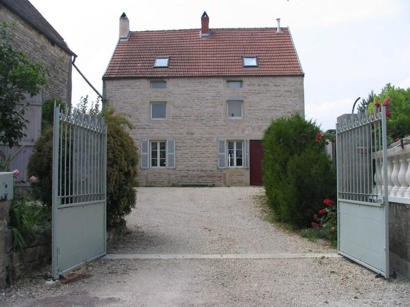 Propriété de 240  m2 - Dijon (21000)