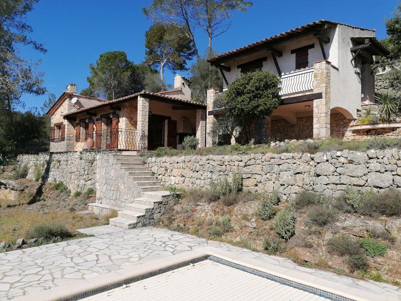 Maison en pierre de 90  m2 - Bagnols-en-Forêt (83600)