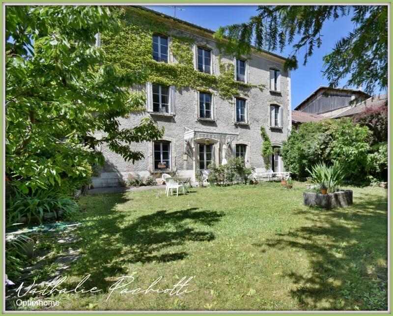 Demeure de 502  m2 - Saint-Étienne-de-Saint-Geoirs (38590)