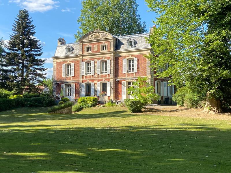 Maison bourgeoise de 440  m2 - Clermont (60600)
