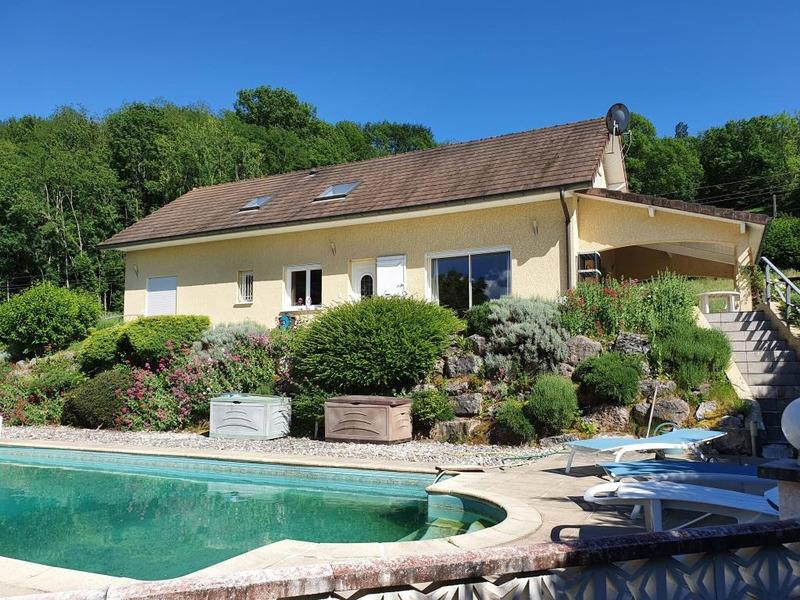 Maison de 150  m2 - Belley (01300)