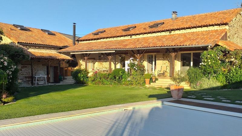 Maison en pierre de 275  m2 - Couzeix (87270)