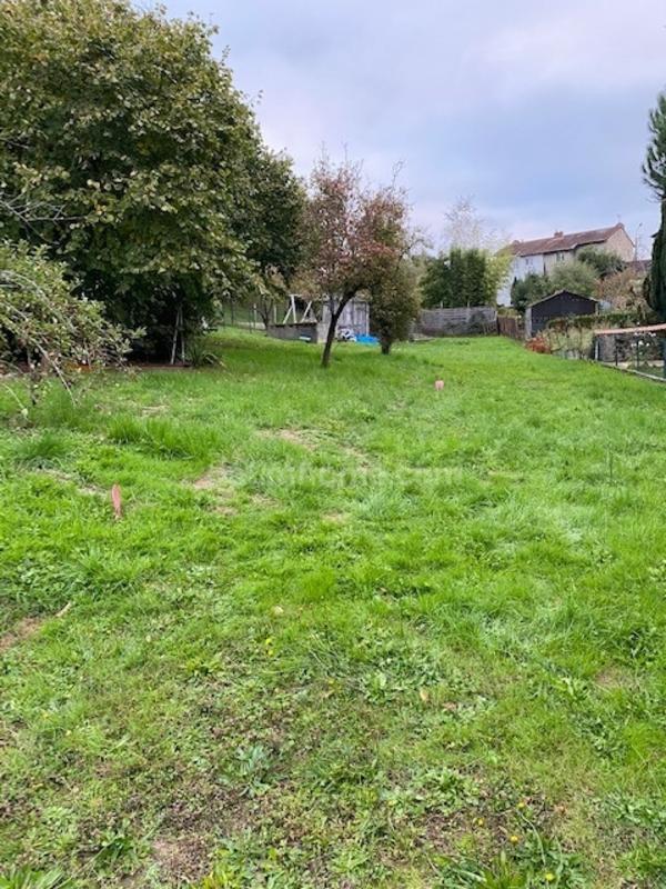 Terrain constructible de   m2 - Limoges (87000)