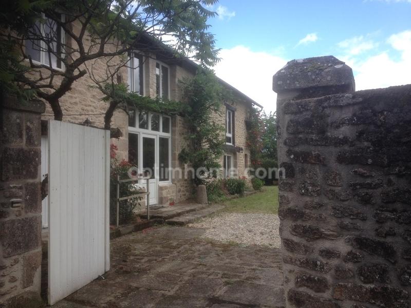 Propriété de 260  m2 - Bessines-sur-Gartempe (87250)