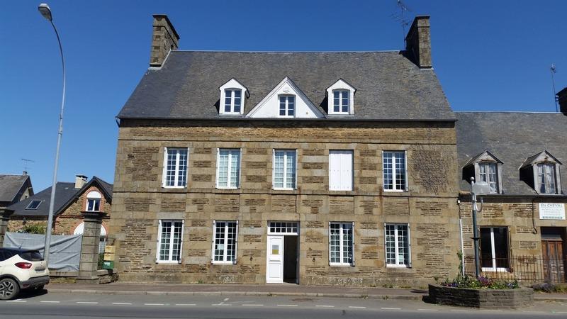 Maison de 180  m2 - Saint-Hilaire-du-Harcouët (50600)