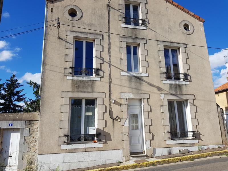 Maison de ville de 137  m2 - Montmorillon (86500)