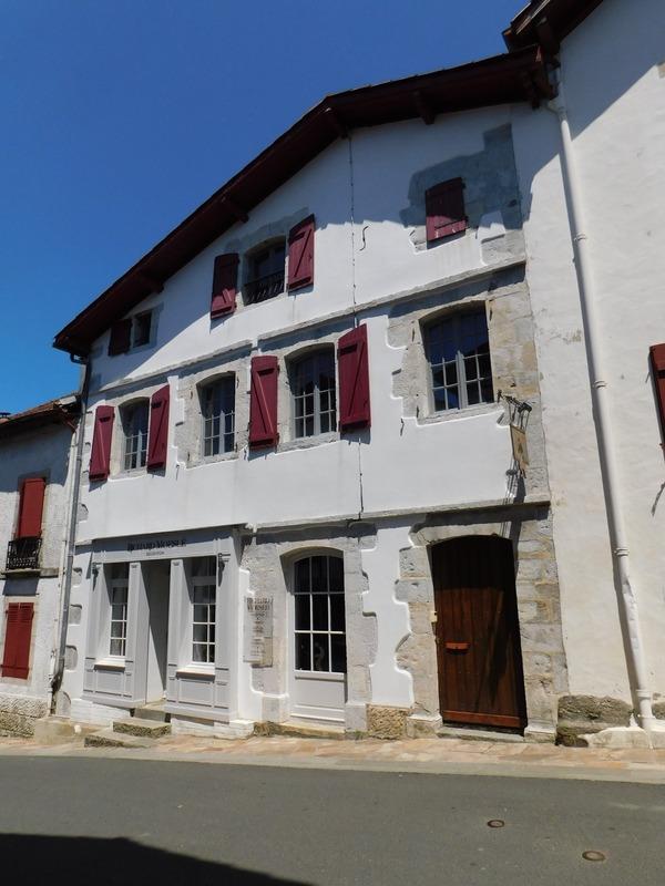 Maison de 325  m2 - La Bastide-Clairence (64240)