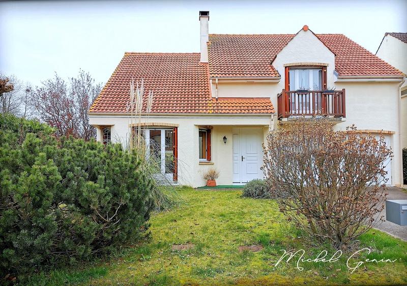 Maison de 220  m2 - Cergy (95000)