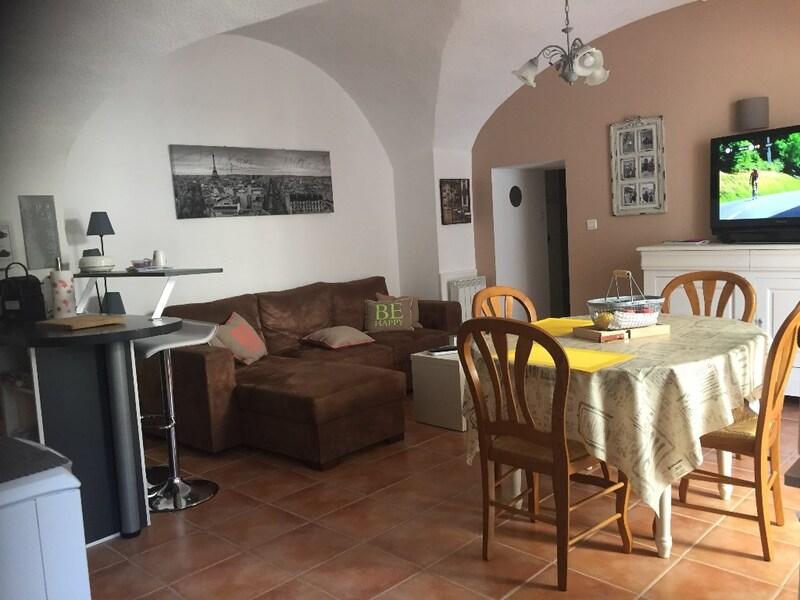 Appartement rénové de 67  m2 - Camarès (12360)