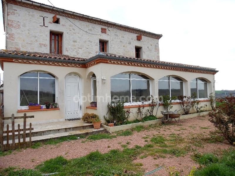 Maison de 150  m2 - Valence (82400)