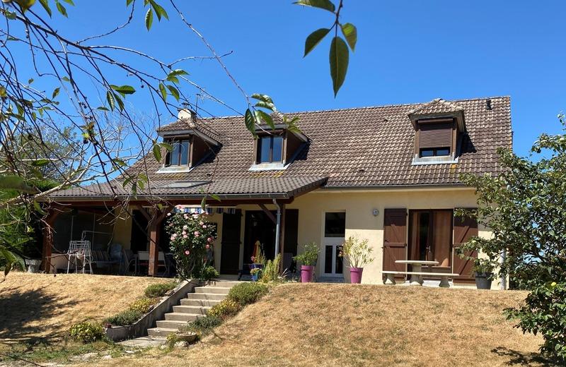 Maison individuelle de 190  m2 - Dun-le-Palestel (23800)